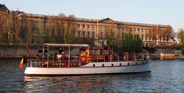 Location d'un bateau sur la Seine